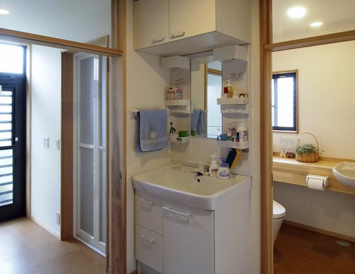 元書斎だった洋室を、浴室・洗面脱衣・トイレに改修。