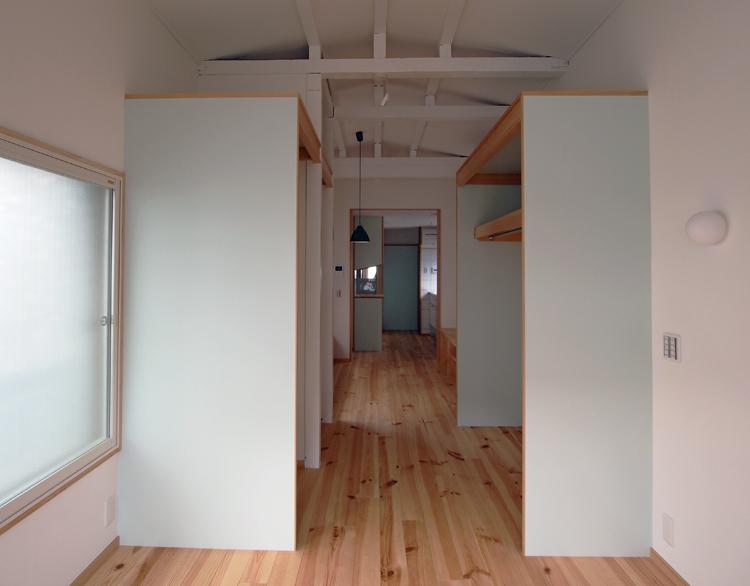 リフォーム後:寝室コーナー、奥に収納→居間+食堂→キッチンが続く