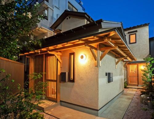 庇がつなぐ二世帯住宅/リノベーション