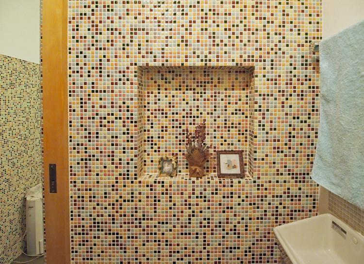 モザイクタイルでつくった飾り棚