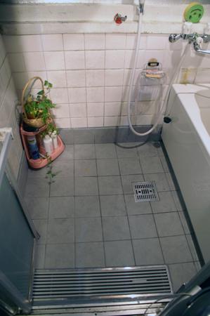 洗濯機を移動し、使いやすい浴室に