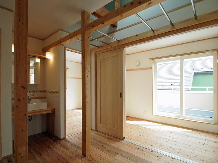 2階ホール ロフトに沿って雲梯を設置