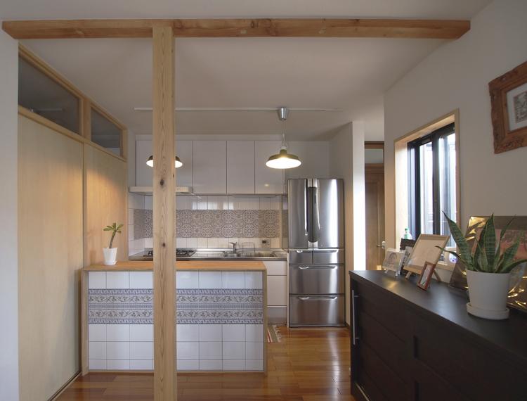 2階、階段ホールをキッチンに改修 キッチンタイル(アルハンブラ)がアクセントになっています