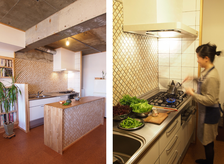 単色のコラベルタイルを張ったキッチンと造作カウンター