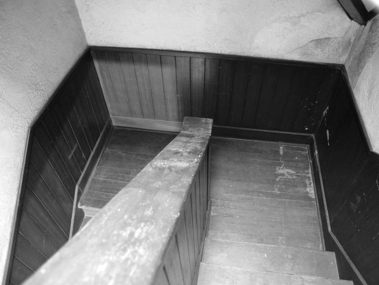 階段の踊り場、ゆったりとしていて登りやすい 撮影:伊藤龍也