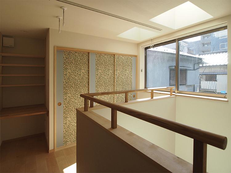 2階吹抜け:室内物干しコーナーと親世帯のミシンコーナー